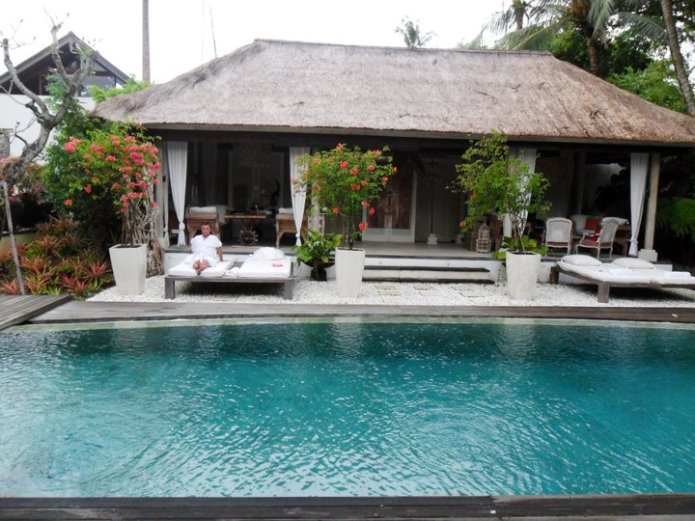 Private villa pool and indoor / outdoor living area